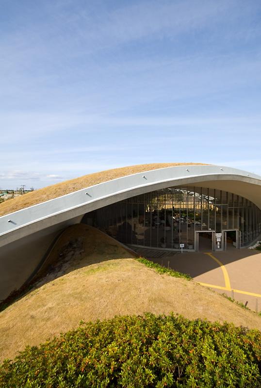 TOD's Omotesando Building (2004) - Toyo Ito